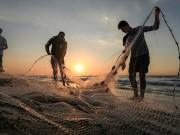 """""""بكر"""" يعقب على توسيع الاحتلال مساحة الصيد إلى 12 ميلا"""