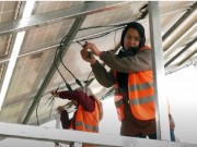 فتيات غزة يقتحمن مجال تركيب أنظمة الطاقة الشمسية