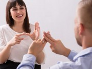 أهمية تعلم لغة الإشارة للتواصل مع الصم