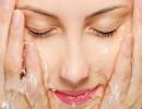 أخطاء شائعة عند غسل الوجه.. تعرف عليها