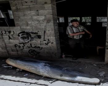 بالصور   الاحتلال يطلق صاروخ لم ينفجر على منزل أحد المواطنين في  غزة