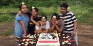 """في ذكرى ميلاد """"سو تشي"""" الـ 76.. احتجاجات بالزهور في ميانمار"""