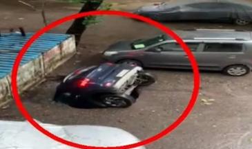 بالفيديو   لحظة ابتلاع الأرض لسيارة واختفائها عن الأنظار
