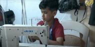 أحمد عباس.. أصغر فلسطيني يحترف الخياطة وتصميم الأزياء